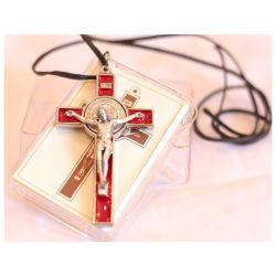 Krzyż św. Benedykt czerwony