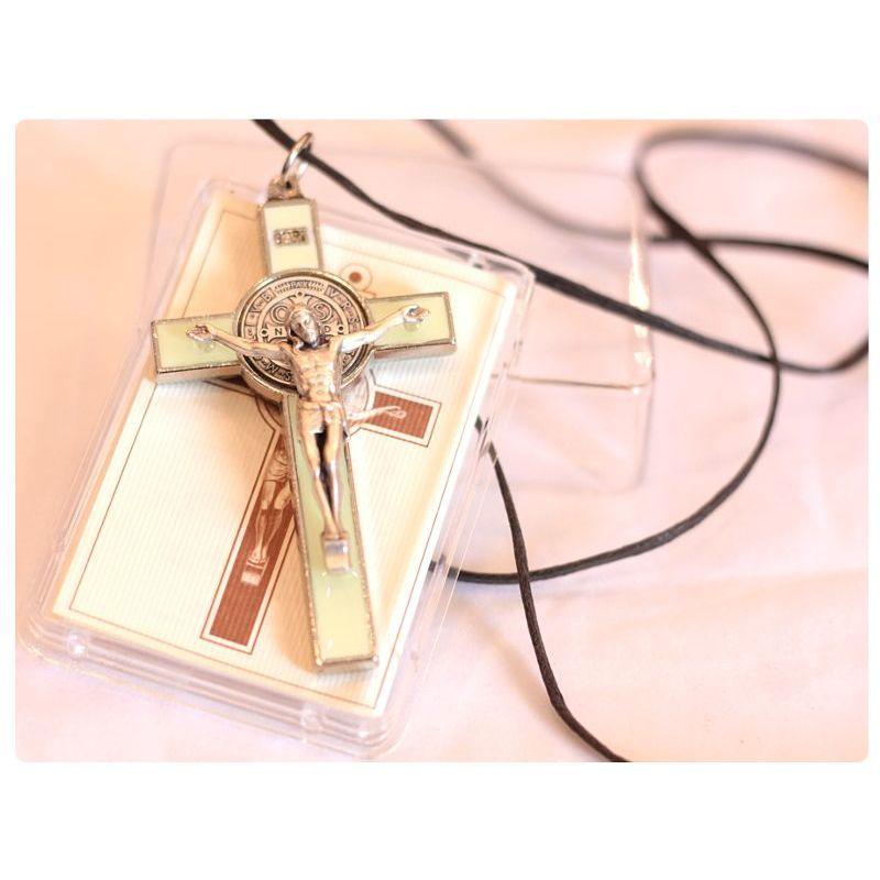 Krzyż św. Benedykt zielony jasny fosforyzujący